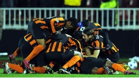 Shakhtar Donetsk's players celebrate Taras Stepanenko 's goal