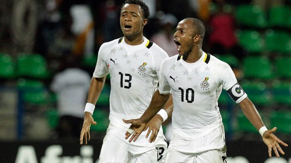 Ghana's Andre Ayew (r) celebrates his winning goal with his brother Jordan Ayew