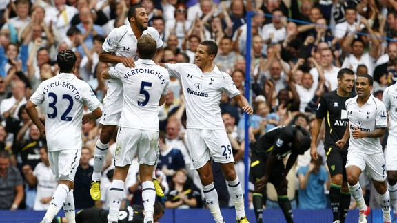 Moussa Dembele celebrates