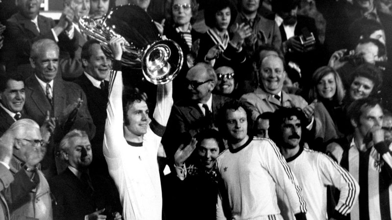 Franz Beckenbauer lifts the 1974 European Cup