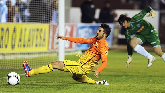 David Villa comes close to scoring in the Copa del Rey tie against Alaves on Tuesday