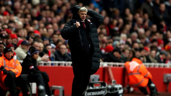 Arsene Wenger woe coat hood v Swansea