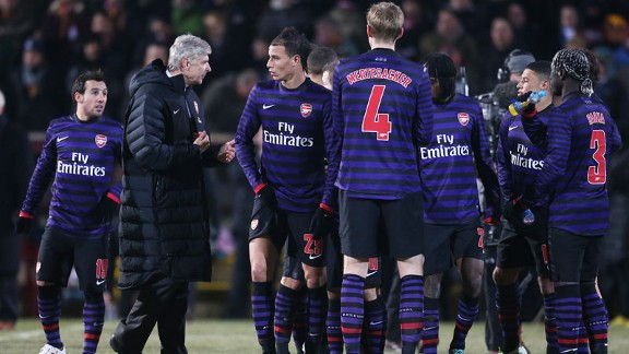 Arsene Wenger addresses players at Bradford