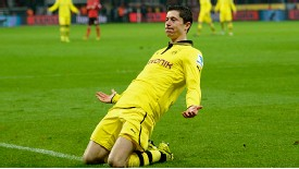 Robert Lewandowski celebrates after scoring Dortmund's winner at Leverkusen