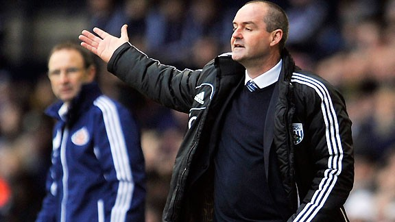 Sunderland's manager Martin O'Neill looks on as Baggies counterpart Steve Clarke steers his side to victory