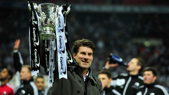 Michael Laudrup holds aloft the League Cup