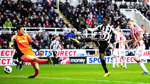 Papiss Cisse beats the offside trap to fire in Newcastle's dramatic 90th minute winner against Stoke
