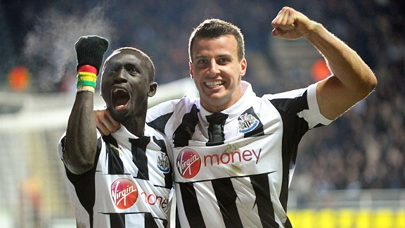 Papiss Cisse celebrates with Steven Taylor after heading home Newcastle's 90th minute winner against Anzhi