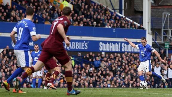 Everton's Leon Osman opened the scoring against Man City's back three
