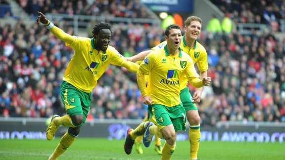 Wes Hoolahan celebrates after scoring for Norwich against Sunderland