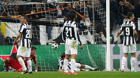 Juve players stand dejected following Mario Mandzukic's opening goal