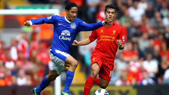Steven Pienaar runs at the Liverpool defence during the Merseyside derby