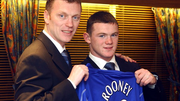 David Moyes with Wayne Rooney after the latter signed a three and a half year contract at Goodison Park