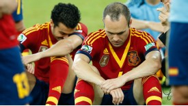 Spanish players feel the pain of losing to Brazil 3-0 in the Confederations Cup final.