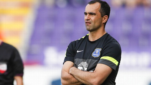 Roberto Martinez Everton arms folded