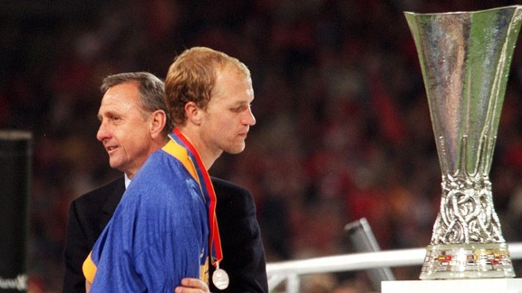 Jordi Cruyff is consoled by his legendary father after Alaves' defeat in the 2001 UEFA Cup final