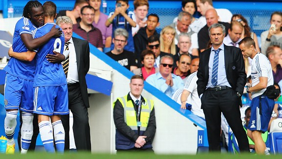 Chelsea striker Romelu Lukaku comes on to replace Fernando Torres against Hull, as Jose Mourinho looks on.