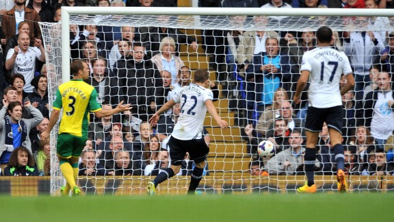 Gylfi Sigurdsson scores his second to put Spurs 2-0 ahead.