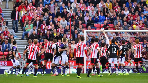 Sunderland midfielder Seb Larsson crashes a free-kick against the crossbar.