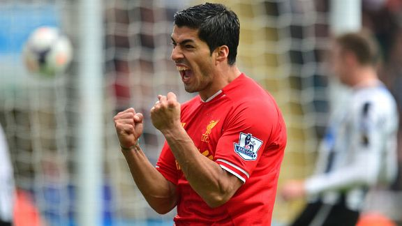 Luis Suarez celeb for Sturridge goal Newcastle v Liverpoo