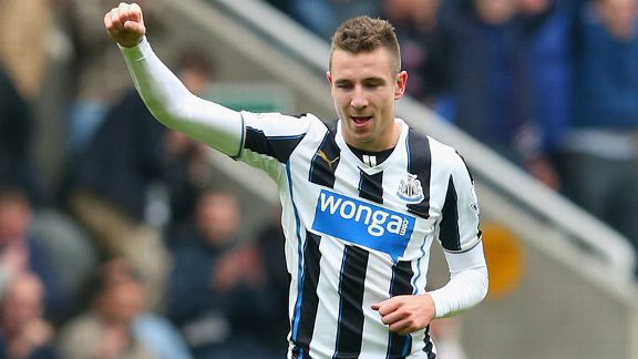 PAul Dummett Newcastle v Liverpool