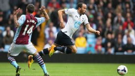 Antonio Luna struggled to deal with the pace of Andros Townsend all afternoon.