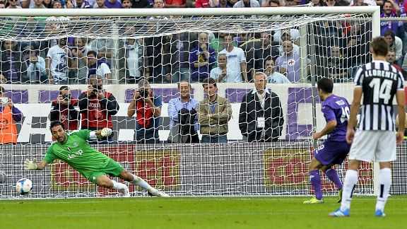 Giuseppe Rossi scores from the spot to bring Fiorentina back into the game against Juventus.