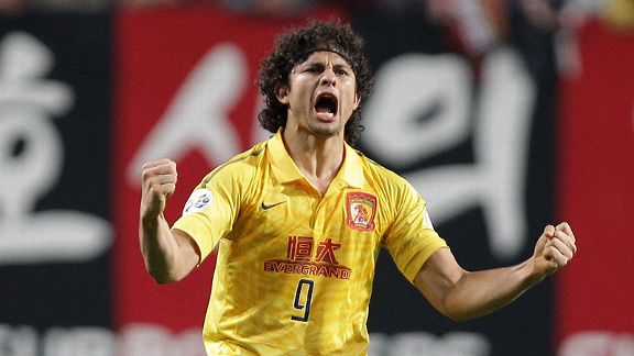 Guangzhou Evergrande's Elkeson De Oliveira Cardoso celebrates scoring in the first-leg of the ACL final.