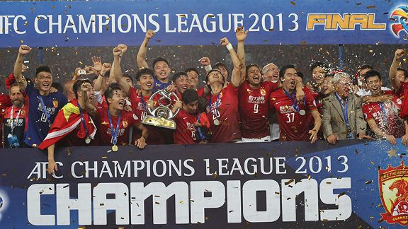 Guangzhou Evergrande lift the Asian Champions League trophy.