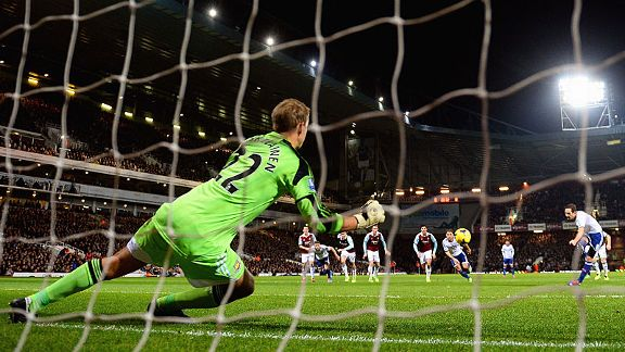 Frank Lampard puts Chelsea in front at West Ham from the penalty spot.