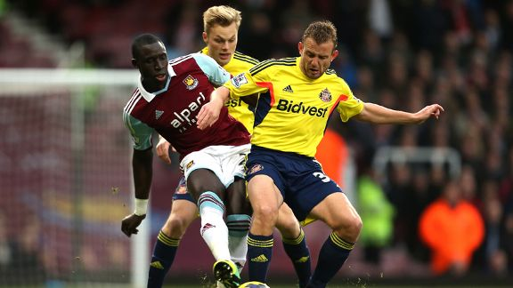 Mohamed Diame and Lee Cattermole challenge for the ball during West Ham's goalless draw against Sunderland.