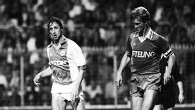 Dutch legends, bitter rivals: Johan Cruyff (L) and Louis van Gaal (R).