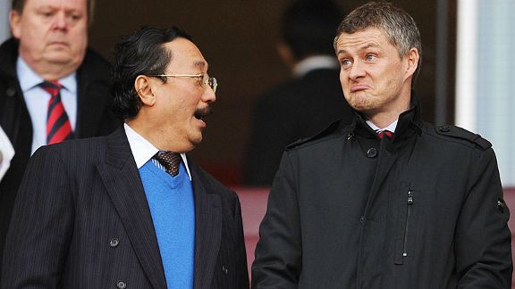 Vincent Tan chats with Ole Gunnar Solskjaer at the Emirates on Wednesday.