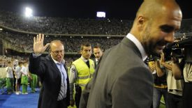 Pepe Mel Real BEtis and Pep Guardiola Barcelona gesture