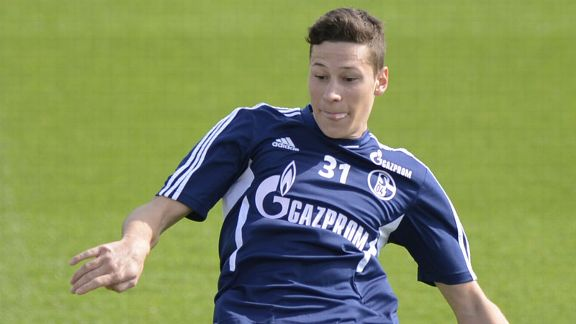 Julian Draxler Schalke training tongue out