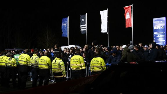Hamburg fans protest after Saturday's loss to Hertha, which marked a third successive 3-0 defeat.