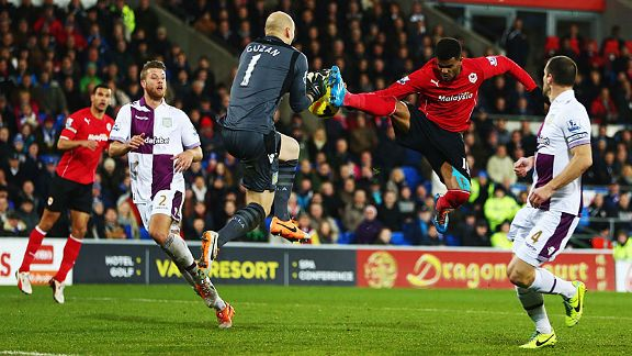 Fraizer Campbell tries to win the ball ahead of Brad Guzan.