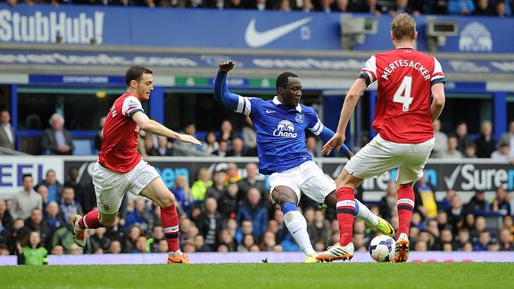 Romelu Lukaku fires home Everton's second against Arsenal.