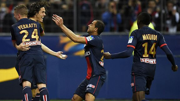 PSG celebrate after Edinson Cavani scored PSG's second from the spot against Lyon.