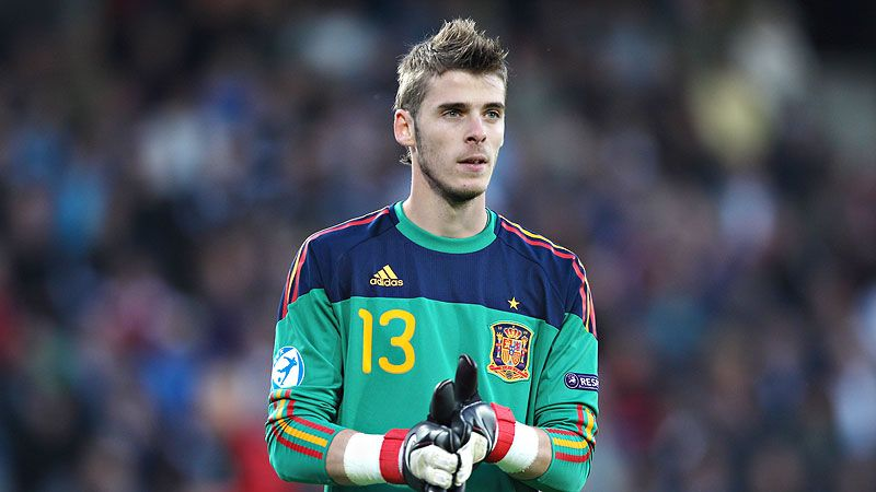 Manchester United goalkeeper David de Gea is one of six new faces in Spain's 21-man squad for friendlies against Serbia and South Korea.