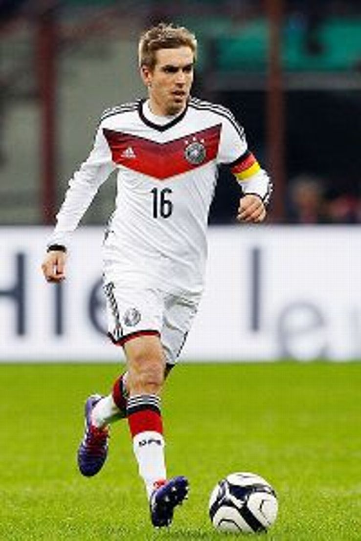 Could Lahm be an option to fill Khedira's role?