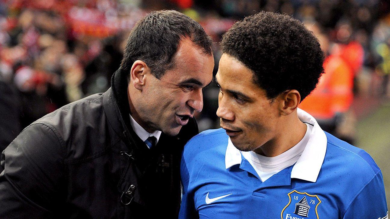 Steven Pienaar with former Everton boss Roberto Martinez