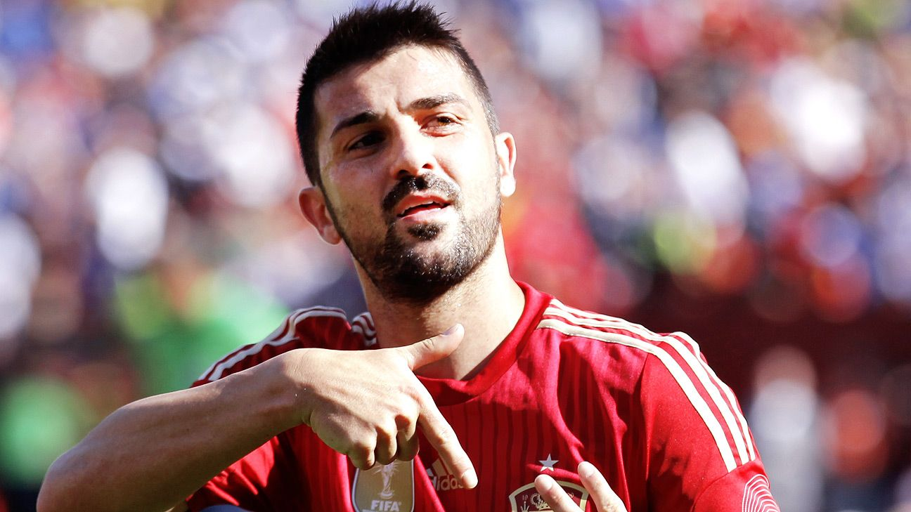 David Villa's second half double led Spain to a 2-0 victory over a stubborn El Salvador.
