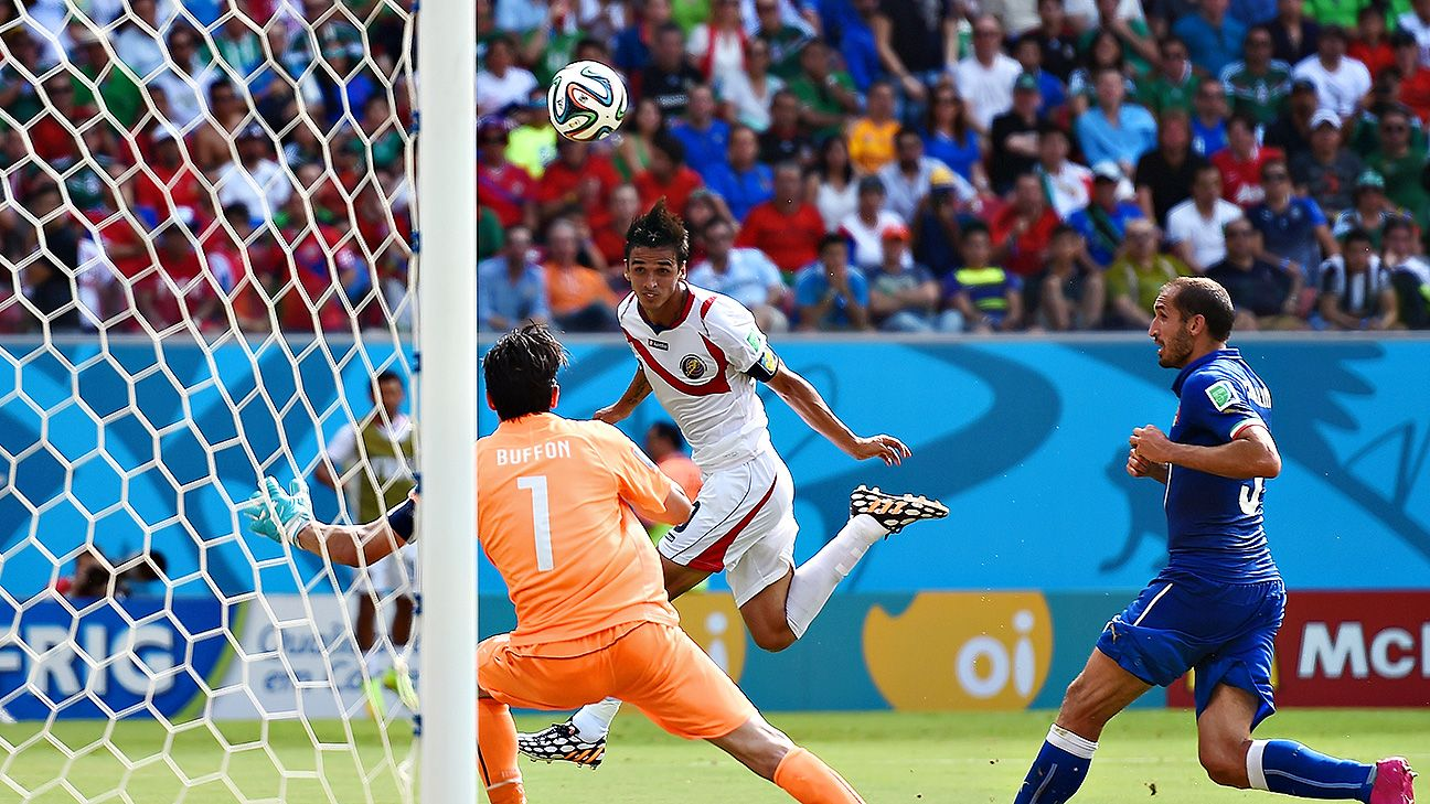 Bryan Ruiz scores the winner for Costa Rica.