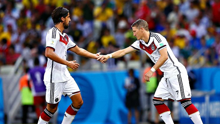 It's unlikely that Khedira and Schweinsteiger will pair up in midfield. Which one will start next to Lahm?