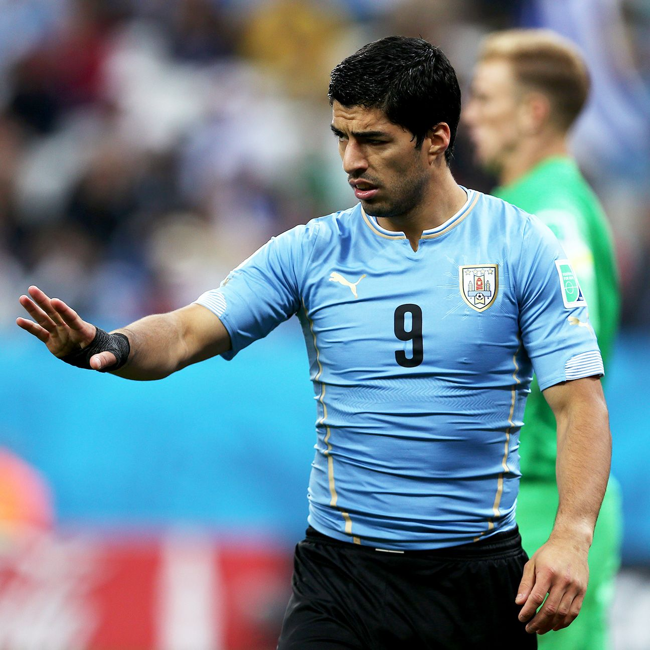 Uruguay's Luis Suarez issued an apology on Monday for biting Italy's Giorgio Chiellini.