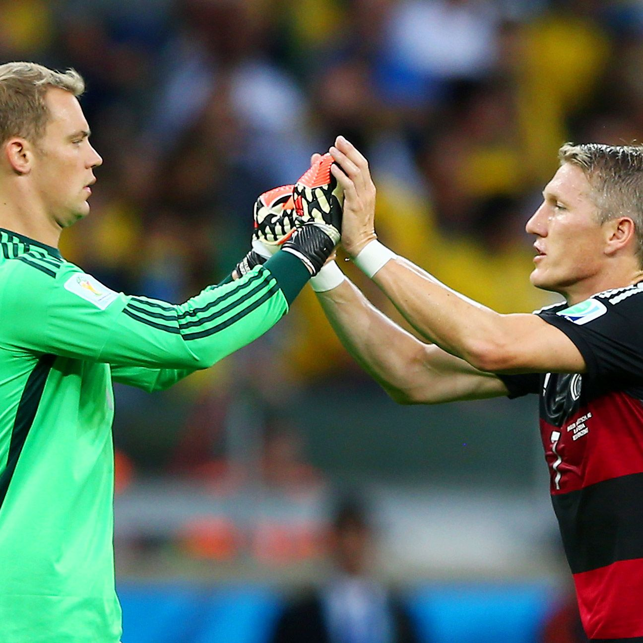Who should replace Lahm as German captain? Schweinsteiger or Neuer would make the most sense.