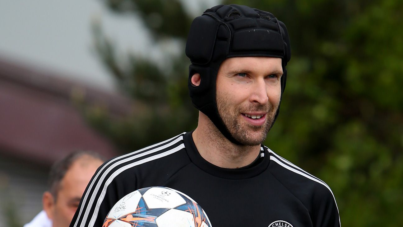 Chelsea will only sell Petr Cech abroad - Ray Wilkins