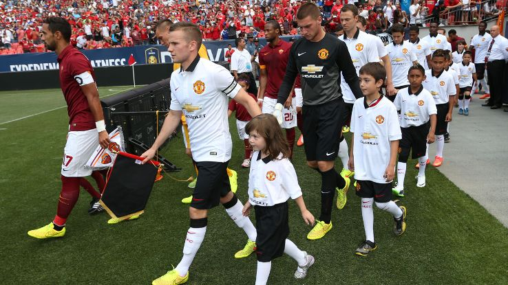 Louis van Gaal gave Tom Cleverley the armband vs. Roma, a big confidence boost for a man in need.