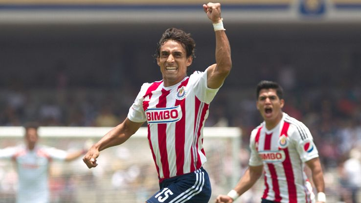 Fernando Arce's goal earned Chivas Guadalajara their first win of the Liga MX Apertura.